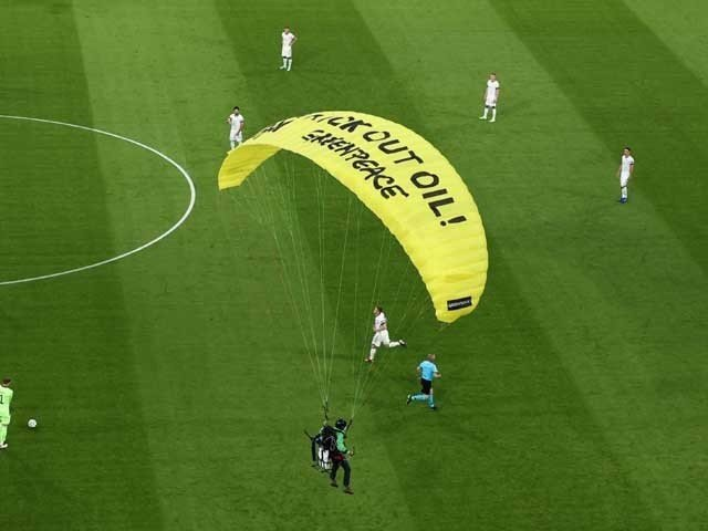 The Parachute Jumped Into The Stadium During The Euro Match, Injuring Several Spectators